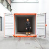 werknemer van zegwaard in container